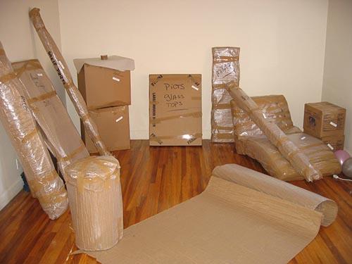 بسته بندی وسایل در خیابان شادمهر نصرت